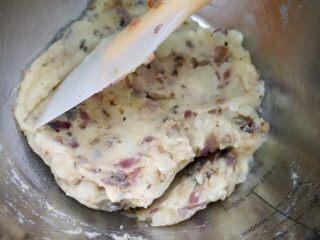 日式可乐饼,和土豆泥一起拌匀后捏成团