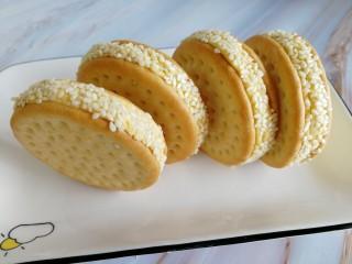 南瓜糯米夹心饼,这是全部裹好后的样子