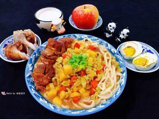 红烧排骨时蔬面,丰盛营养早餐是开启幸福生活的正确打开方式噢