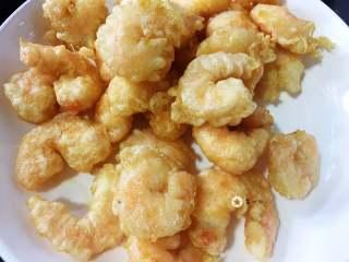 仙境蓬莱虾,小火炸2分钟,大火逼油捞出即可