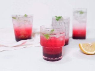 梦幻蓝莓冰饮