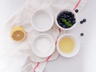 梦幻蓝莓冰饮,准备好所有食材,蓝莓、清水、柠檬汁、白砂糖