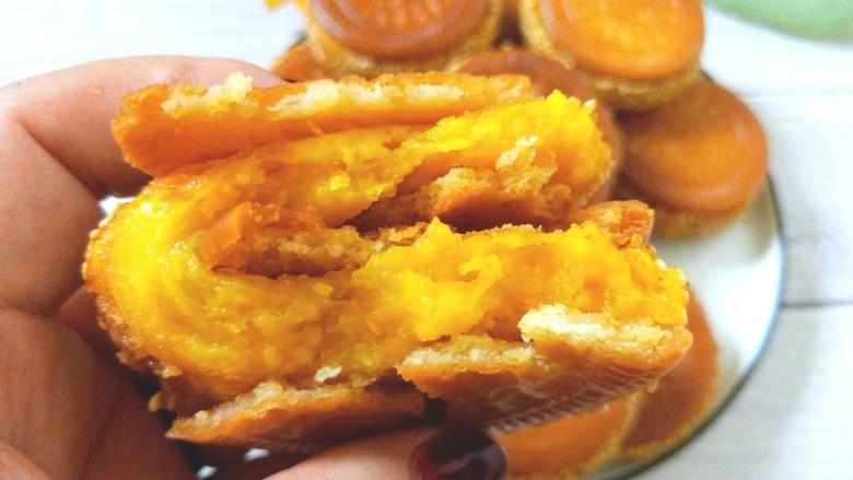 南瓜糯米夹心饼,外面饼干酥脆,里面南瓜糯米面软糯香甜。
