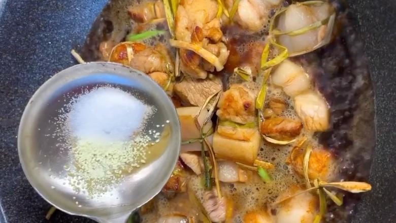 粽香五花肉,放盐,鸡精调味