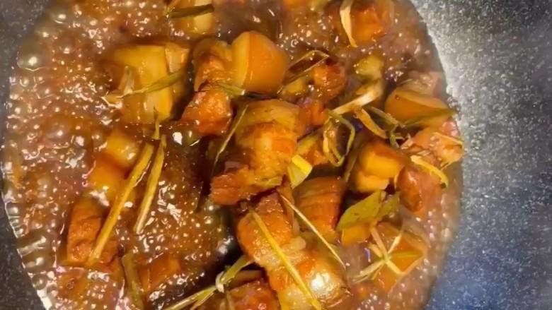 粽香五花肉,大火收干汤汁即可