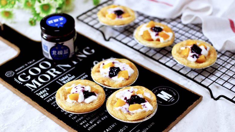 蓝莓黄桃酸奶蛋挞,健康营养丰富不打折。