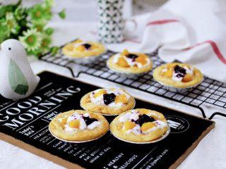 蓝莓黄桃酸奶蛋挞,做法简单粗暴明了。