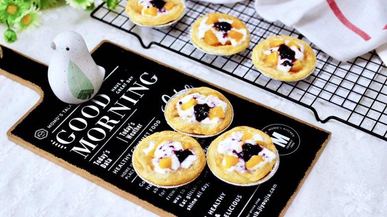 蓝莓黄桃酸奶蛋挞,可以作为早餐和下午茶,都是不错的选择。