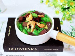 丝瓜虾干炖猪血,清爽不油腻,营养不打折。
