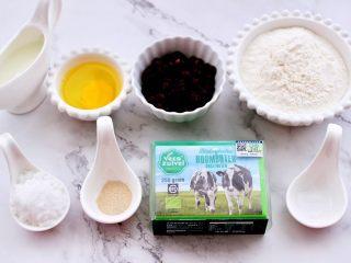 蜜豆酸奶华夫饼,首先把做华夫饼的所有食材称重。