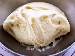 蜜豆酸奶华夫饼,发酵好的面团呈蜂窝状。