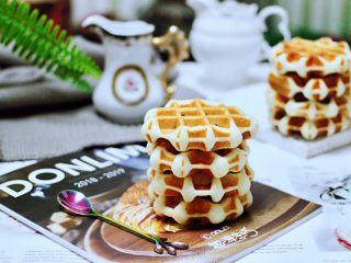 蜜豆酸奶华夫饼,外皮香软有韧劲,加上甜甜的蜜豆,吃上一个真的是妙不可言。