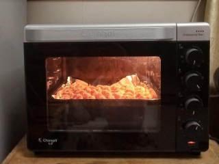 无油鸡米花(烤箱版),烤箱提前预热5分钟,上下火200度,15分钟即可。