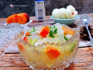 冬瓜胡萝卜肉丁汤,搭配早餐肠馍、水果、酸奶就是标配的早餐