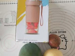 芒果百香果雪梨汁,材料备齐,没有雪梨也可以用黄冠梨。
