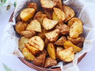 好吃到吮指的烤薯角,外脆内软。