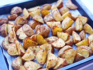 好吃到吮指的烤薯角,放温开吃。
