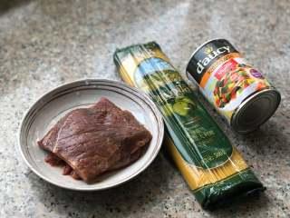 黑椒牛肉意面,准备食材。