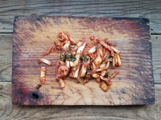 韩式泡菜煎饼,辣白菜切丝。