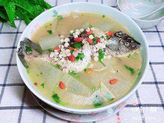 冬瓜鲫鱼汤,一碗鱼肉鲜甜、汤汁醇美,滋补又美味的一碗靓汤就上桌了!