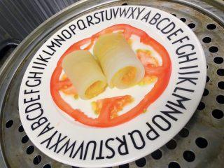 白萝卜鸡肉卷,放入卷好的白萝卜鸡肉卷上锅大火蒸10分钟