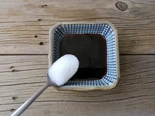 蒜蓉粉丝蒸鱼片,用味极鲜酱油,蚝油,白糖,调个汁(用量根据个人口味增减)。