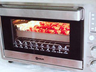 孜然香辣牙签肉,烤箱下管170度,上管160度烤制23分钟。