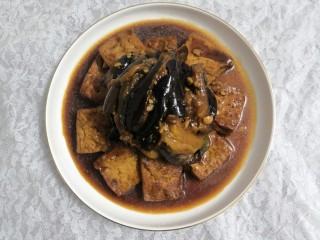 豆腐焖茄子,把茄子,放在豆腐中间
