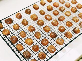 自制蜜枣,做好的蜜枣可以放在玻璃罐子里保存