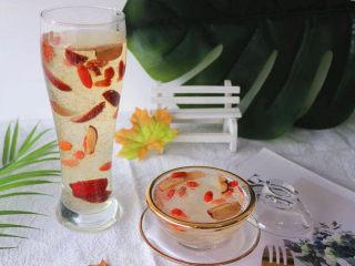 炎炎夏日养颜神器~枸杞红枣炖雪燕,持续饮用让你嫩爆天际,成品图。