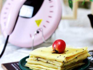 鹌鹑蛋全麦玉米面薄饼,薄饼可以搭配任何自己喜欢的食材卷起来吃。
