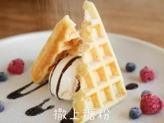 英国百年甜品【冰淇淋华夫】,撒上糖粉
