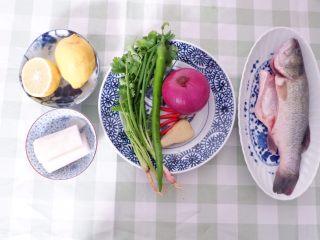 柠檬酸汤鲈鱼,准备好所有食材