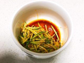 重庆红油抄手,加入黄瓜丝