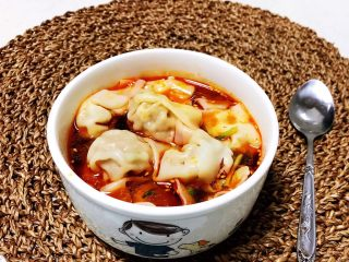 重庆红油抄手,香辣鲜美的重庆红油抄手可以吃了,馅料鲜美,汤汁香辣,超级开胃~