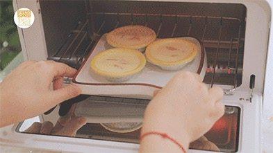 我的八月是黄桃味哒,你的呢?,放进烤箱里,180度烤20分钟,烤至上色