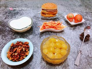 冰糖葡萄罐头,冰糖葡萄罐头如果放入冰箱冷藏一段时间再食用那口感就更加完美