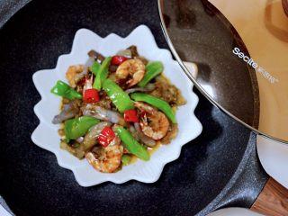 海虾肉片辣炒茄条,鲜辣可口的海虾肉片炒茄条就出锅咯。