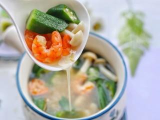 秋葵虾仁菌菇汤,营养满满。