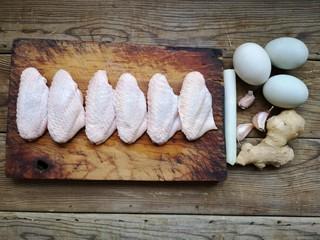 咸蛋黄鸡翅,准备食材。