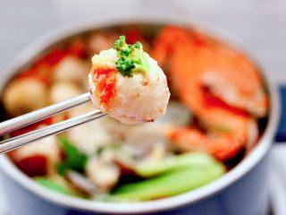 韩式部队火锅,好吃到爆,嘻嘻,和老公把一大锅吃的干干净净。