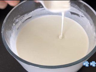 百味糯米糍,搅拌成图中可以拉丝的样子。让它成为光滑细腻的妞,哈哈哈,越细腻越好。