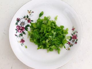 健康减脂午餐便当,葱叶切成末