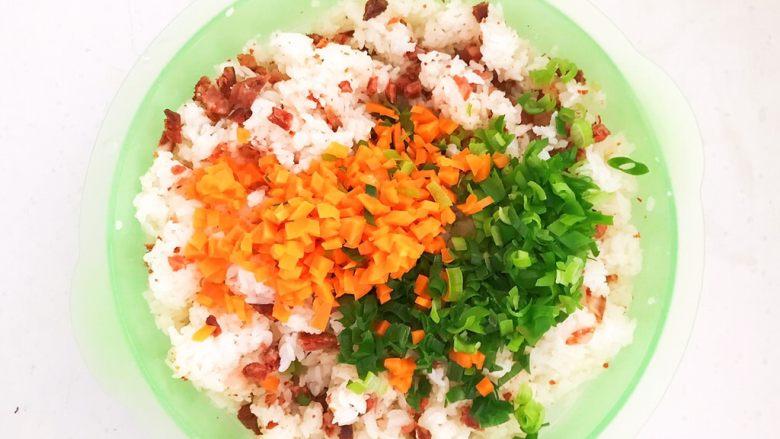 健康减脂午餐便当,加入胡萝卜和葱末
