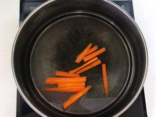 健康减脂午餐便当,胡萝卜焯水2分钟