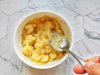 宝宝爱吃的奶香香蕉饼❗不蒸不烤,吃一口就爆浆❗,压的越碎越好