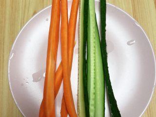 金枪鱼胚芽米寿司   便当,蔬菜切条待用。