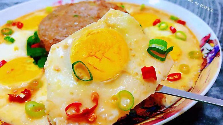 肉丸蒸蛋,鸡蛋入口鲜嫩混搭着肉肉就是唇齿留香回味无穷