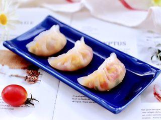 番茄虾仁鸡蛋水晶蒸饺,宝贝特别喜欢,一口气吃了三个。