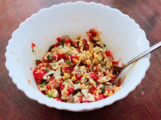 番茄虾仁鸡蛋水晶蒸饺,把所有食材搅拌均匀即可。